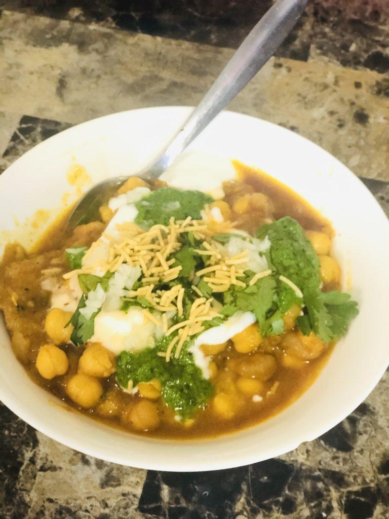 oats tikki chhole chat